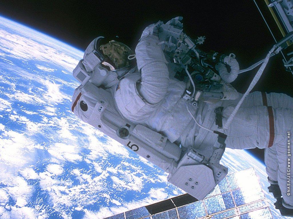 Астронавты в открытом космосе мкс